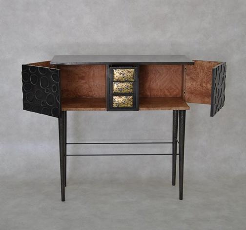 Fr d rique domergue reine du m tal et du bronze for Meuble cabinet de curiosite